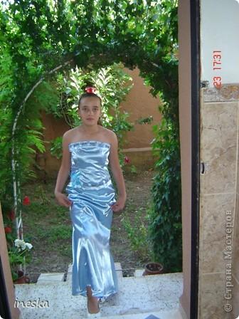 Традиционный алжирский костюм который одевает невеста в городе Тлимсене я его сфоткала в магазине А на заднем плане бижутерия и золото,а также ожерелья из жемчуга,которые одеваются с этим костюмом фото 13