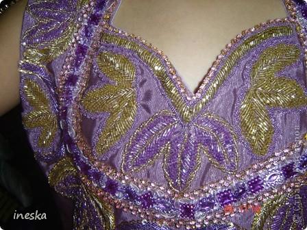 Традиционный алжирский костюм который одевает невеста в городе Тлимсене я его сфоткала в магазине А на заднем плане бижутерия и золото,а также ожерелья из жемчуга,которые одеваются с этим костюмом фото 15