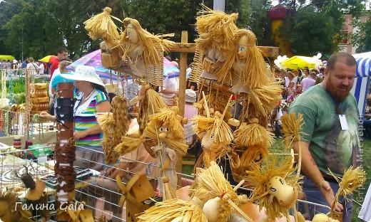 В нашем городе Муроме в это лето проходило два праздника.День семьи, любви и верности 8 июля и День города 6 августа. Это сборный фоторепортаж с обоих праздников.  Ромашки- символ Дня семьи фото 6