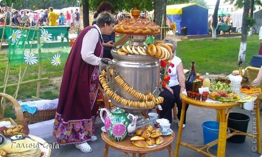 В нашем городе Муроме в это лето проходило два праздника.День семьи, любви и верности 8 июля и День города 6 августа. Это сборный фоторепортаж с обоих праздников.  Ромашки- символ Дня семьи фото 11