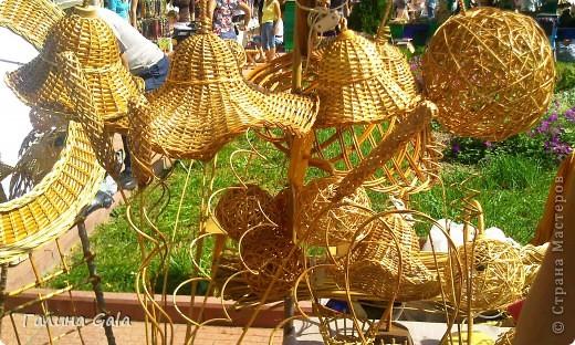 В нашем городе Муроме в это лето проходило два праздника.День семьи, любви и верности 8 июля и День города 6 августа. Это сборный фоторепортаж с обоих праздников.  Ромашки- символ Дня семьи фото 14