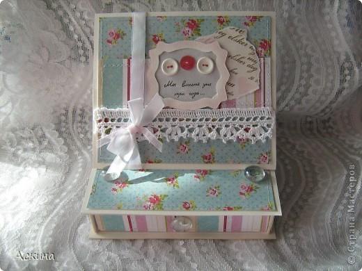 Идею такой шкатулки увидела у нашей мастерицы Юлии (YuliaM) http://stranamasterov.ru/node/201229 и сразу же захотелось сделать,тем более повод был. фото 1