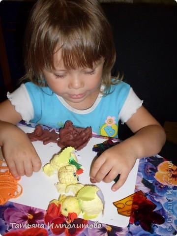 Софие 3,7л,она сама себе мастерит игрушки и с удовольствием играет с ними.Что то мы конечно делаем вместе,но в основном она сама фото 1