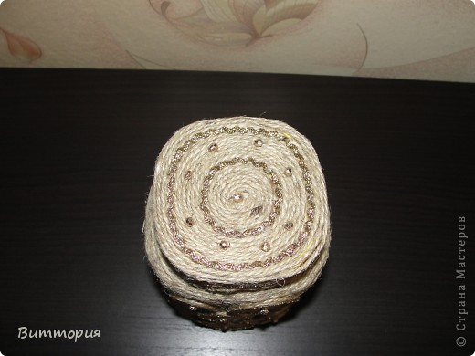 Насмотрелась на красоту мастериц, сотворенную из шпагата, что не удержалась и тоже за декорировала баночку из-под кофе.  фото 4