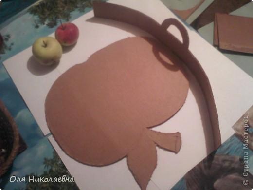 Сестрёнке на день рождения, дарю поднос в яблоках, изготовленный из картона. фото 4