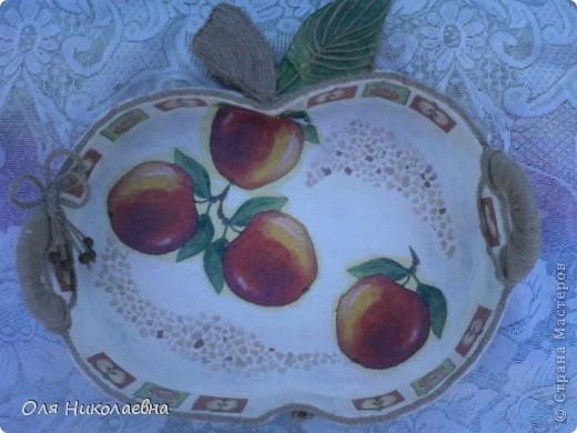 Сестрёнке на день рождения, дарю поднос в яблоках, изготовленный из картона. фото 1