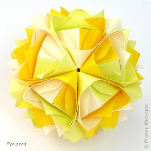Всем привет! Продолжаю показ кусудам Марии Синайской :)  Модель: Lotus crown Автор: Maria Sinayskaya 30 модулей. Бумага офисная 7*7 см. Итог 8,5 см.  Без клея. Диаграмма здесь - http://www.flickr.com/photos/51642560@N02/5293158076/in/photostream/  фото 3