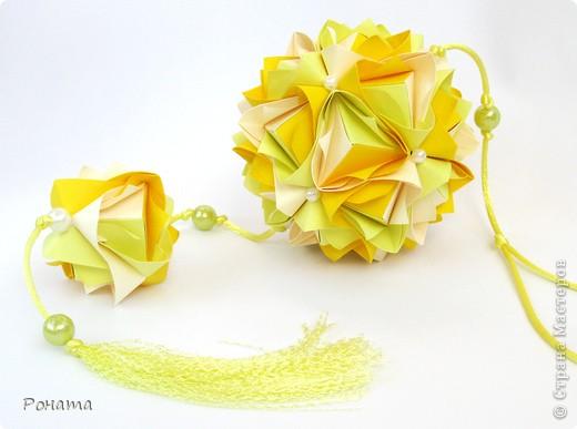 Всем привет! Продолжаю показ кусудам Марии Синайской :)  Модель: Lotus crown Автор: Maria Sinayskaya 30 модулей. Бумага офисная 7*7 см. Итог 8,5 см.  Без клея. Диаграмма здесь - http://www.flickr.com/photos/51642560@N02/5293158076/in/photostream/  фото 1