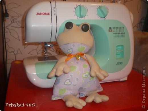 Эта лягушка - первая проба шитья на машинке, которую мне сегодня муж подарил на день рождения!!!!! фото 4
