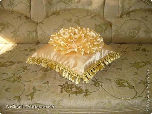 """Декоративная подушка """"Золотое сияние"""" фото 1"""