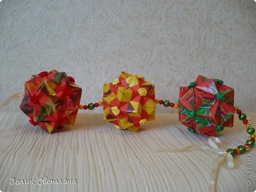 Здравствуйте, мои дорогие!!! Я Вам еще не надоела?  Сегодня у меня глобальная гирлянда! Идея подсмотрена у Куси-Муси. Кусудамы из книги Tomoko Fuse - Floral Globe Origami   фото 1