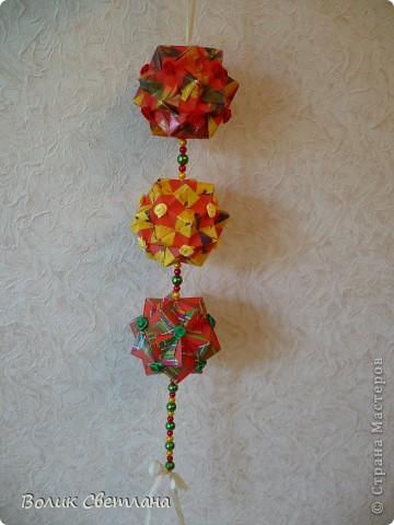 Здравствуйте, мои дорогие!!! Я Вам еще не надоела?  Сегодня у меня глобальная гирлянда! Идея подсмотрена у Куси-Муси. Кусудамы из книги Tomoko Fuse - Floral Globe Origami   фото 6