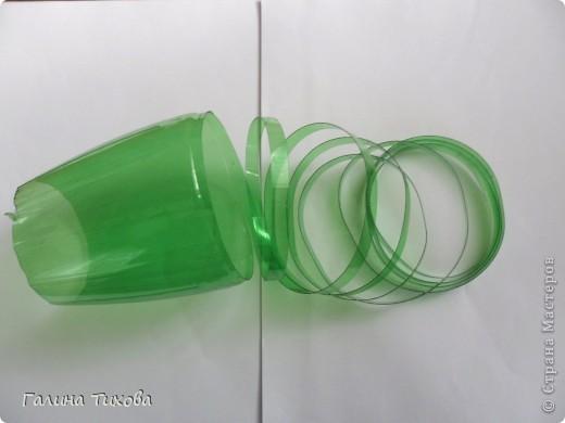Вот такой букет из васильков и ромашек можно сделать из простых пластиковых бутылок.  фото 11