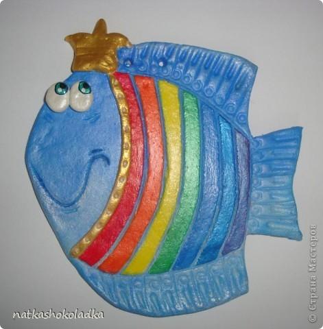 Муж купил мне новые перламутровые краски, и я не смогла удержаться и решила сделать своей дочке такую рыбку-принцессу, будем вместе цвета учить. Вдохновитель - Kukushechka и ее красивейшие рыбки. фото 2
