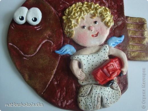 Очень нравится творчество Евгении Гапчинской. Вот и захотелось слепить рыбок с ее ангелочками. Одну уже расскрасила и представляю на ваш суд, а еще одна ждет, когда муза или муз ко мне придет))). фото 5