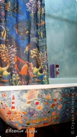 Недавно у Илоны была шикарная работа https://stranamasterov.ru/node/221832 . Конечно, руки тут же зачесались, тем более ванна у нас старая. Восстановили ее акрилом, а снаружи.....Старое корыто осталось. фото 1