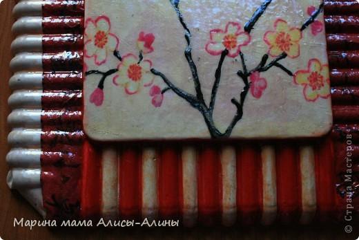У меня была баночка из под крема и я решила украсить как-нибудь.Покрасила её в красный цвет и истыкала контуром.Конечно,не без ошибок.Но мне нравится, интересная техника.Спасибо за вдохновение Ниле http://stranamasterov.ru/node/222030 . фото 7
