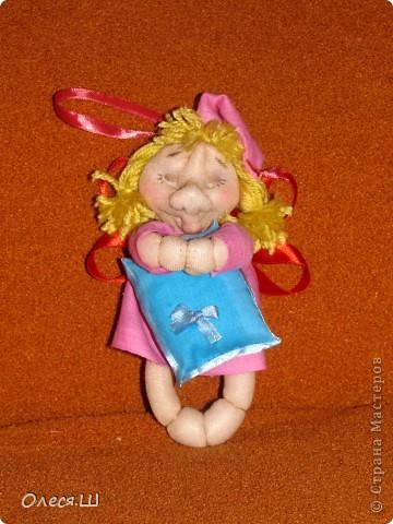 Здравствуйте! Сшила на днях еше одну сплюшку девчушку. Получилась вот такая смешная куколка))).Подушечку на этот раз ароматизировала орхидеей и ванилью. фото 1