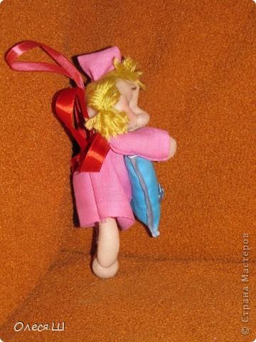 Здравствуйте! Сшила на днях еше одну сплюшку девчушку. Получилась вот такая смешная куколка))).Подушечку на этот раз ароматизировала орхидеей и ванилью. фото 3