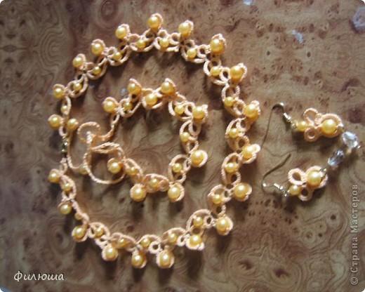 комплект  схему взяла на одном из сайтов инета, связав ожерелье и серёжки захотелось ещё дополнить браслетом. фото 1
