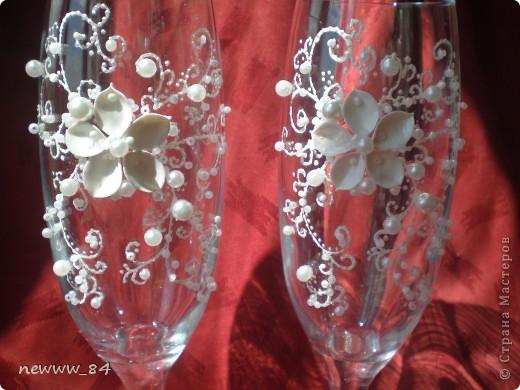 """Эксперименты по лепке цветочков -""""нерозочек"""" продолжались... И вот что из этого вышло)) Кстати, эта пара бокалов оказалась самой любимой у моего мужа. фото 4"""