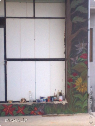 не люблю белые стены вот и решила нарисовать на стене во дворе фото 1