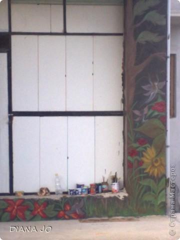 не люблю белые стены вот и решила нарисовать на стене во дворе фото 4