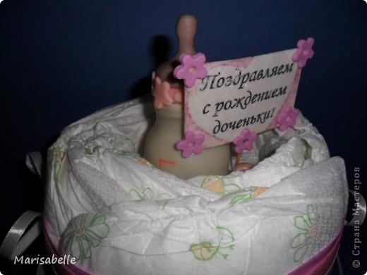 Подарок для новорожденной – торт из подгузников (памперсов) и поделка из холодного фарфора фото 3