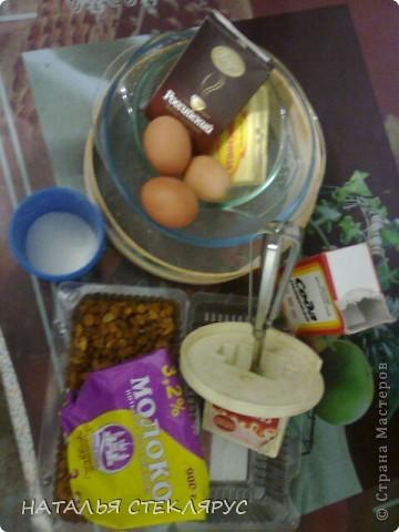 Пирог шоколадный.(Школа кулинарного искуства-семья LG:купила брошуру с микроволновкой)125гмуки25г.какао 0,5 ч. ложки соды просеять через сито. Отдельно:150г.маргарина растопить+150г.сахара+3яйца=все взбить миксером. Соединить обе смеси+3ст.ложки молока +промытый изюм или орехи,или яблоки дольками.Все перемешать. фото 2