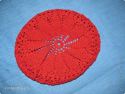 Беретик к красному шарфику. фото 2