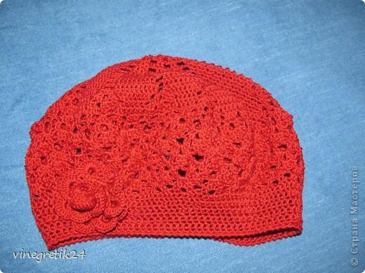 Беретик к красному шарфику. фото 1