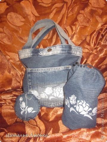 По роду своей деятельности рукоделием занимаюсь в основном на работе.... Вот и решила сшить себе сумочку для рукоделия. Нашла джинсы и принялась за работу....  вот что получилось...  фото 1