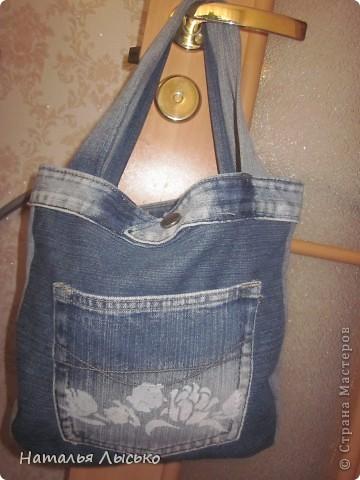 По роду своей деятельности рукоделием занимаюсь в основном на работе.... Вот и решила сшить себе сумочку для рукоделия. Нашла джинсы и принялась за работу....  вот что получилось...  фото 3