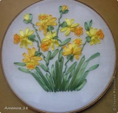 Моя самая первая вышивка лентами - подарок маме на 8 марта. фото 1