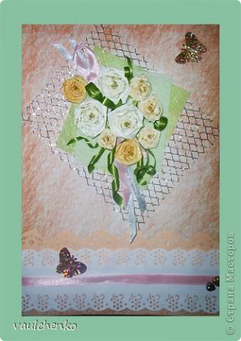 Дочка идет на свадьбу... Дорогие девочки, как пригодились ваши подарочки! Бабочки, бордюрчики, сеточка! А еще помогла ваша дружеская поддержка!  И вот получилась у меня такая открыточка! Основа - бумага для акварели затонирована пастелью, розочки квиллинговые, ленточки, бордюрчики... фото 1