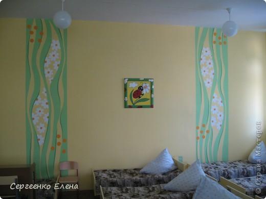 Как и обещала, показываю спальни нашего детского сада. Спальня с божьими коровками. Немного ярковато, но комната солнечная, так что через полгода выгорит и будет нормально по тону. фото 5