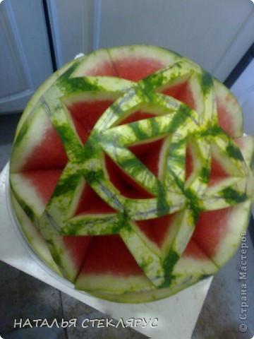 Наш арбуз- замечательный на вкус! Карвинг- вырезанные украшения и фигурки из овощей,фруктов,ягод. фото 1