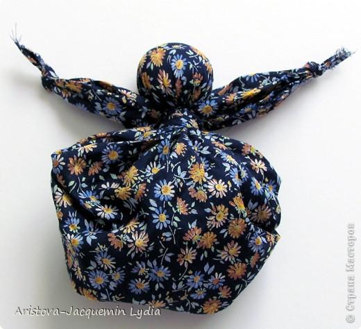 Кукла Кулёма - одна из самых простейших кукол. Матери делали для  детей таких кукол из своих головных платков или кусков ткани. фото 1