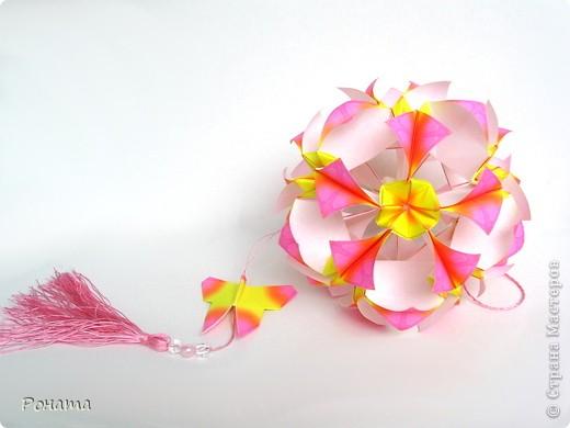 Ох, народ, полдня провозилась с дебютом в соо :) Вот и до Страны добралась! Показываю новенькое.  Букетик Мальвы, или Гибискус китайский :) Планировались мальвы, но когда сложила один цветочек, гляжу - похоже на что-то очень знакомое. Китайская роза! Почитала в Википедии, и оказалось, что китайская роза, она же гибискус китайский, тоже из семейства мальвовых :)  фото 4