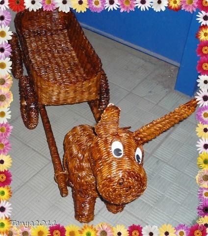 Наконец я доделала ослика с тележкой! Ослика придумывала по ходу плетения. Кое-что не устраивает. Исправлю в следующей работе. Теперь на подходе коровка. фото 1