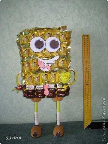 Подарок из конфет- губка Боб фото 1