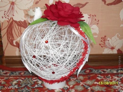 вот такие шары в виде сердец, с красными розами и птичкой колибри (невеста одобрила) на столы для гостей   роза по МК Лика2010 спасибо ей большое (я ее сделала из креповой бумаги и она заиграла) фото 1