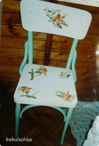 Мой стул ,дважды  переделанный, он ждет  дальнейших перевоплощений  и я что-нибудь придумаю другое: может шебби, может роспись,а может  мягкое сиденье? фото 2
