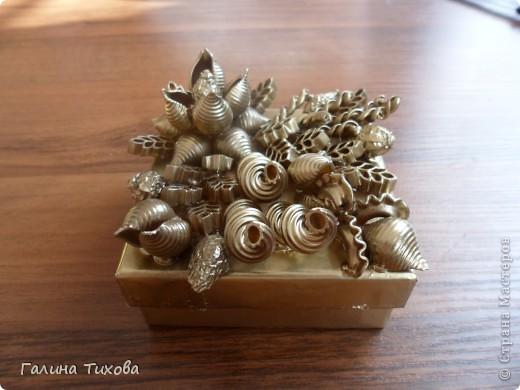 Обычную коробку можно превратить в подарочную декорируя её фигурными макаронами. Мастер-класс:  http://masterica.maxiwebsite.ru/archives/6526#more-6526 фото 1