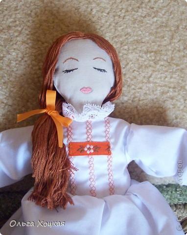 Вот и я пошила свою первую куколку для дочурки.  Назвали ее Даша.Это куколка-перевертыш. У нее два платья. В одном она спит, в другом хозяйничает.   фото 5