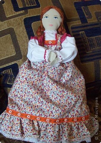 Вот и я пошила свою первую куколку для дочурки.  Назвали ее Даша.Это куколка-перевертыш. У нее два платья. В одном она спит, в другом хозяйничает.   фото 2