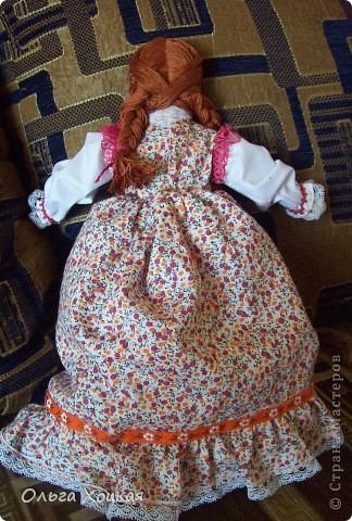 Вот и я пошила свою первую куколку для дочурки.  Назвали ее Даша.Это куколка-перевертыш. У нее два платья. В одном она спит, в другом хозяйничает.   фото 3