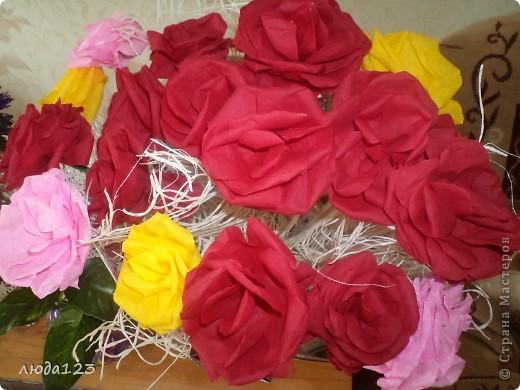 Розы из бумаги Увидела у Ирины Хохловой розы так мне захотелось сделать и для себя.Конечно у меня они не большие  ноя очень старалась. фото 2