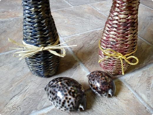 Две сестрички- вазочки!!! Обплетены баночки от сока,понравилась форма бутылки,решила оформить под вазочку, украшены сухими ландышами и колосками)))  фото 4