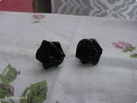 Первый раз лепила из пластики,покрыла краской для стекла и керамики черной. фото 1